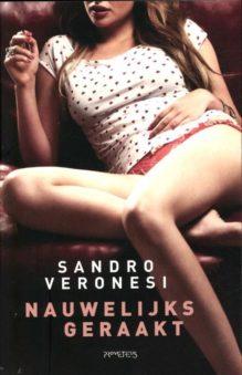 Omslag Nauwelijks geraakt - Sandro Veronesi