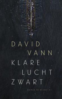 Omslag Klare lucht zwart - David Vann