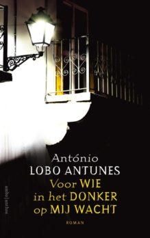 Omslag Voor wie in het donker op mij wacht - António Lobo Antunes