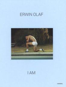 Omslag I am - Erwin Olaf, Mattie Boom, Francis Hodgson, W.M. Hunt, Lesley A. Martin, Laura Stamps